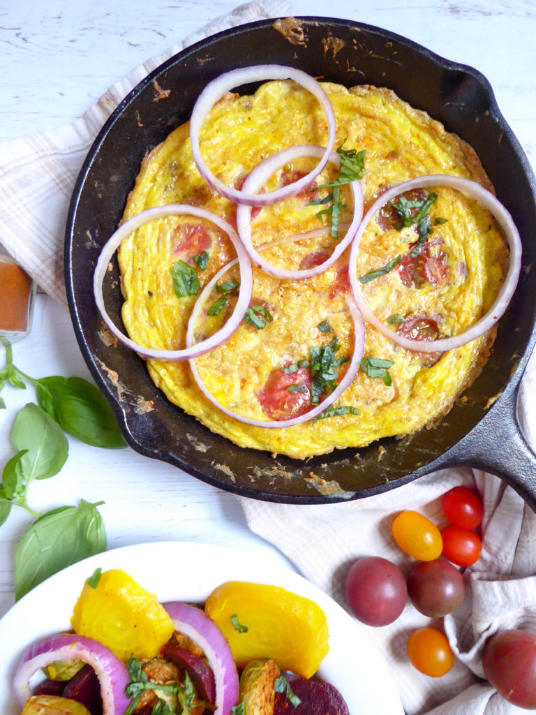 Earthy salad served with healthy frittata - complete dish loaded in protein and anti-oxydants.