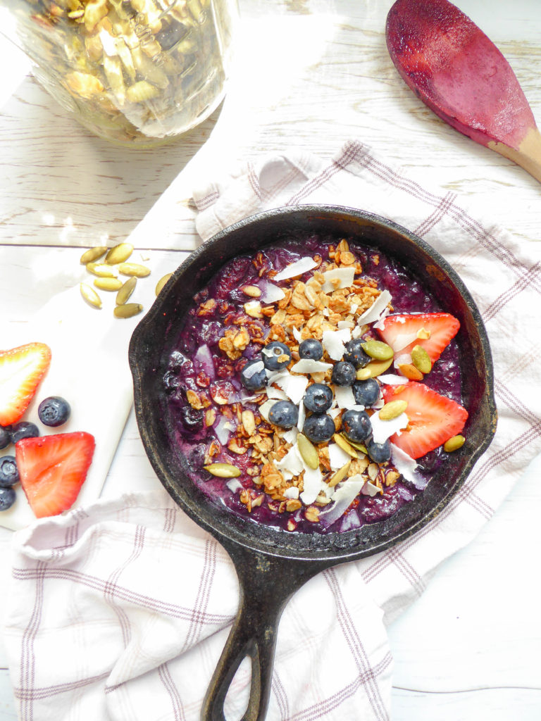 Berries Crisp - gluten free vegan breakfast with no sugar added.
