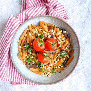One Pot Tomato Pasta - super easy versatile vegan pasta with mushrooms made in 10 minutes